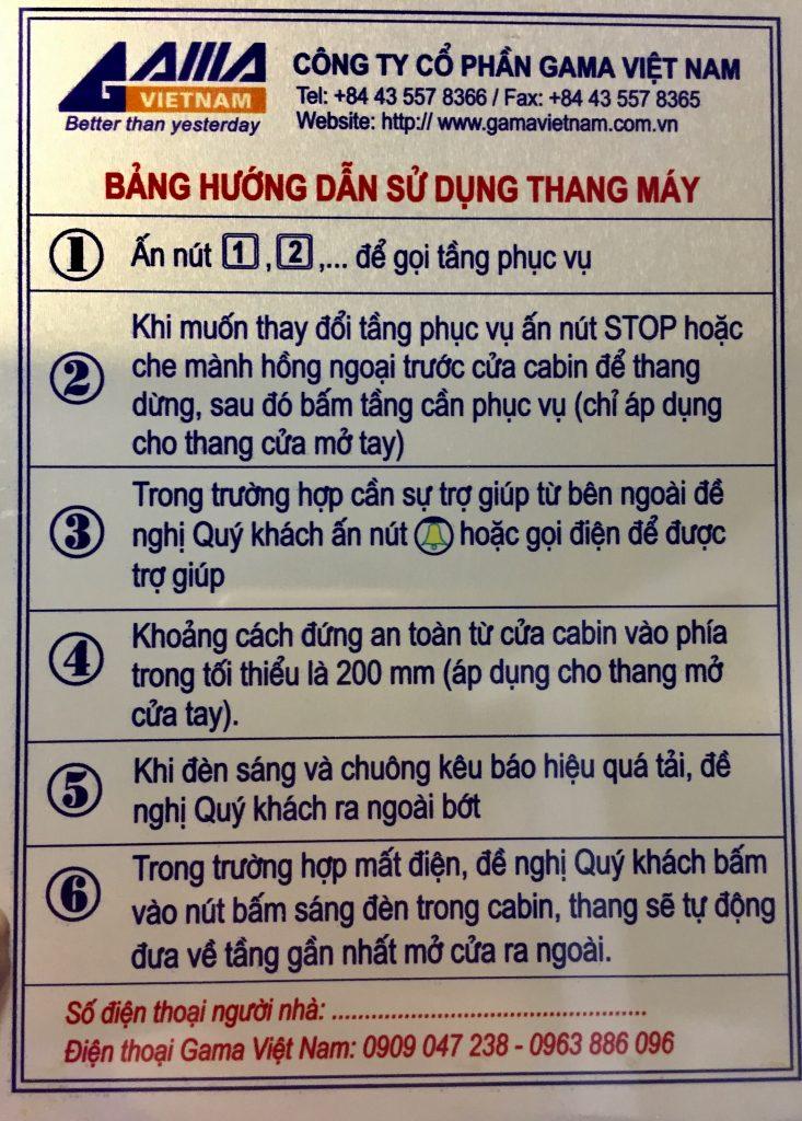 Bảng hướng dẫn sử dụng thang máy an toàn bên trong cabin thang máy